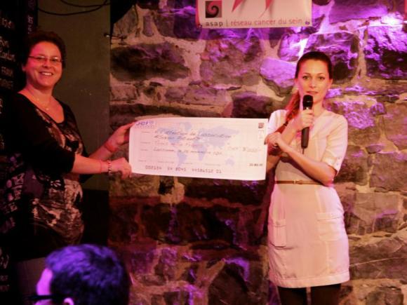 Remise de chèque de Marion (JCI) à Marylise (Antenne Femmes Jeunes)