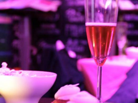 Cupcakes rose, cocktail rose et champagne rosé !
